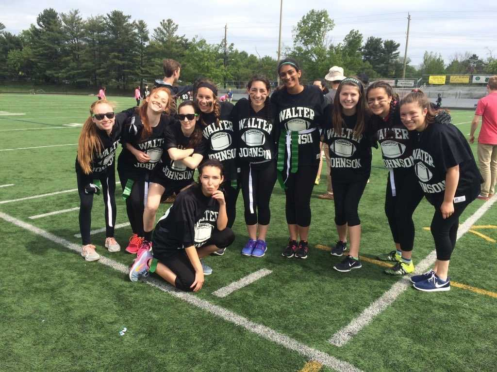 Seniors vs junior girls take on Powderpuff