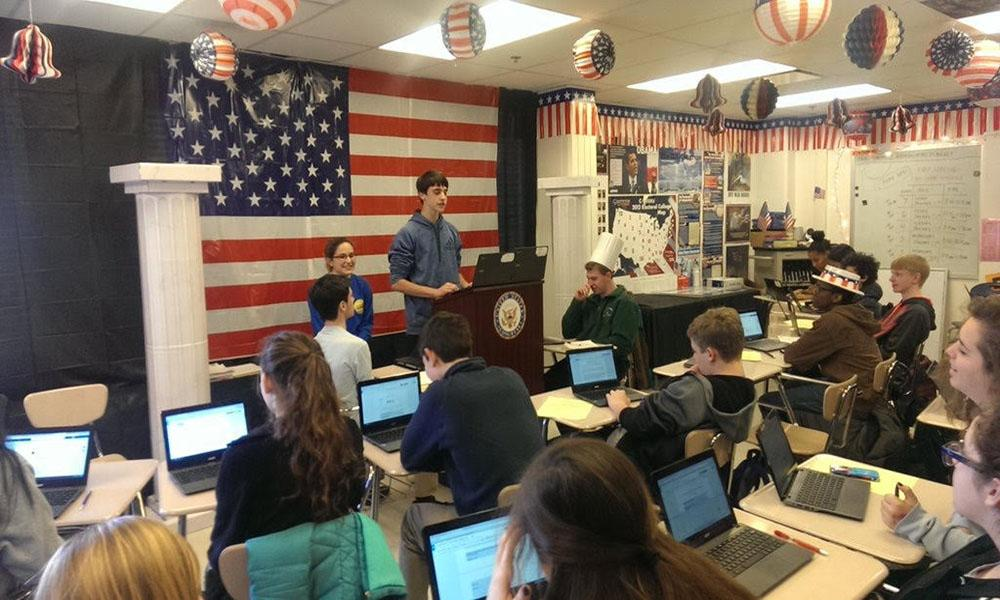 Teacher motivates students with collaborative learning