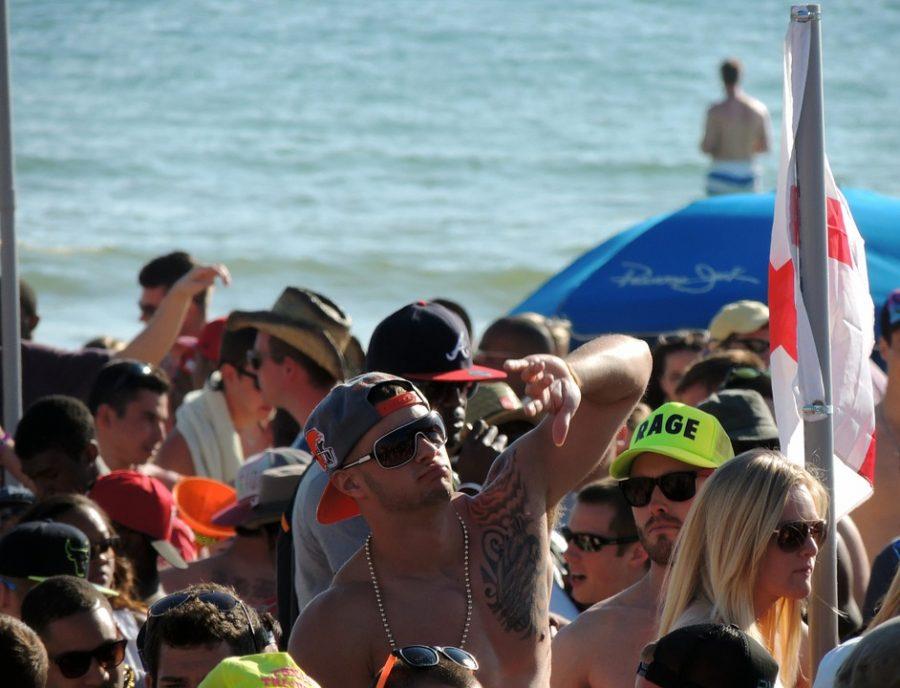 Dude+Beach+Party+Shirtless+California+Spring+Break