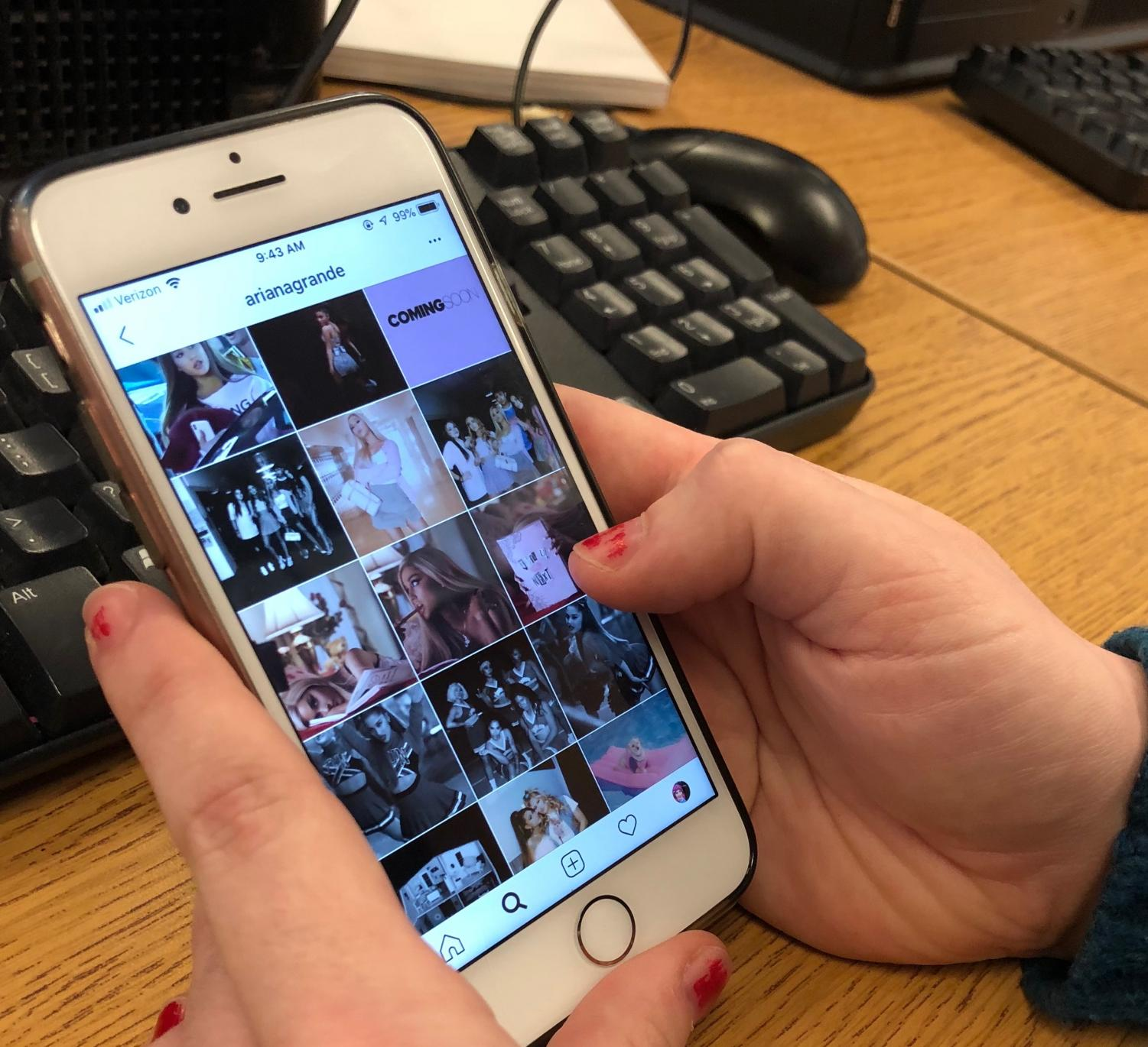 A student scrolls through Instagram during a break in between classes. Students learned that having a good social media footprint is very important when applying to college or getting a job. Photo by Noah Katcher