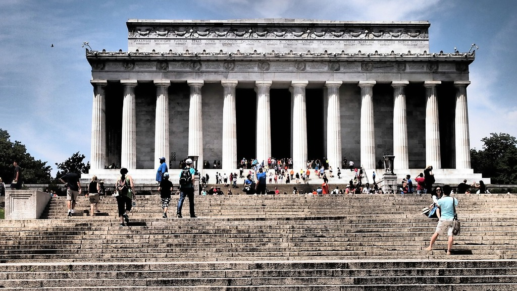 A confrontation that took place on the steps of the Lincoln Memorial between a group of Native Americans and Kentucky High School students is grabbing the nation's attention. It has sparked a debate as to who is in the wrong in this case.