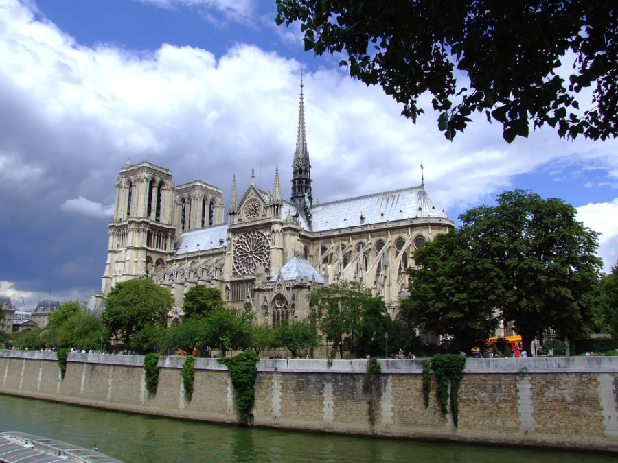 Notre+Dame++Cathedral+brings+in+1+billion+in+donations+after+fire+broke+out.+The+general+public+has+been+outraged+at+the+hefty+donations+causing+backlash.