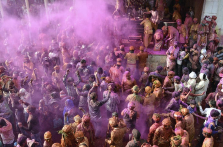 People+of+the+Hindu+faith+celebrate+the+Holi+Festival.+The+annual+celebration%2C+popularly+known+as+the+Indian+%22festival+of+colors%22%2C+marks+the+arrival+of+spring+and+blossoming+of+love.