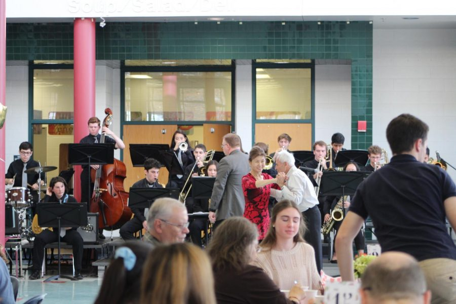 Couples dance while jazz band plays their favorite tunes. Meanwhile, students chat with guests and make them feel welcome.