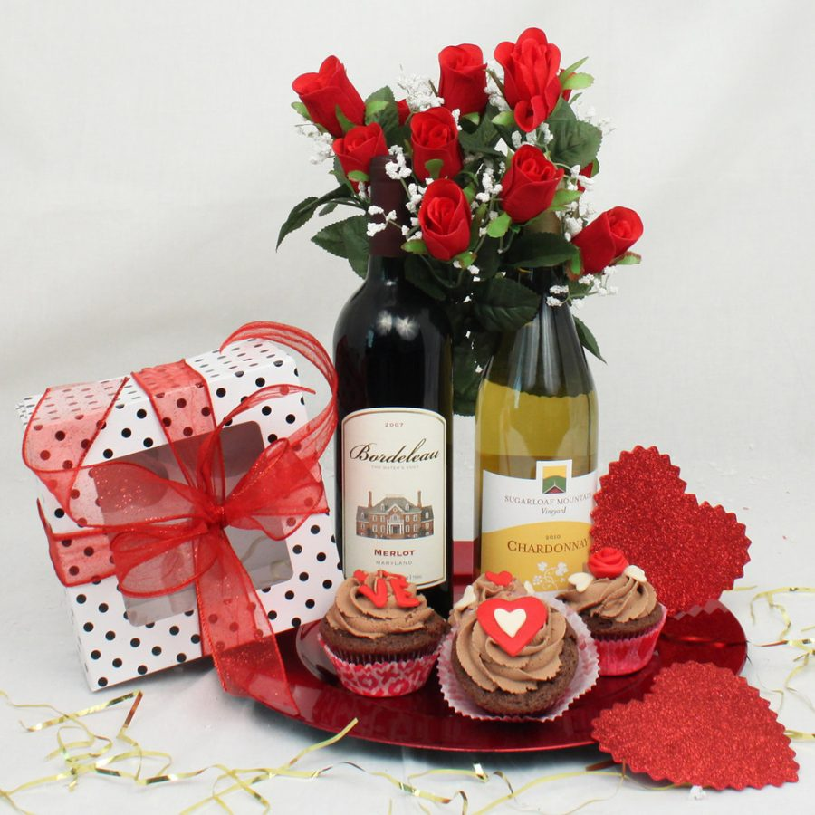 Photo courtesy of Flickr Cupcakes and a bouquet of roses is a fun to celebrate with a loved one