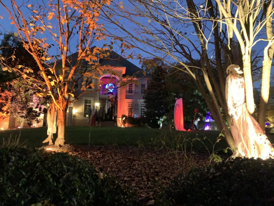 The infamous house on Tilden Lane lives up and exceeds all expectations, and provides us with spooky decorations. As Halloween is drawing near, many people have started decorating their houses to be as scary and festive as possible.