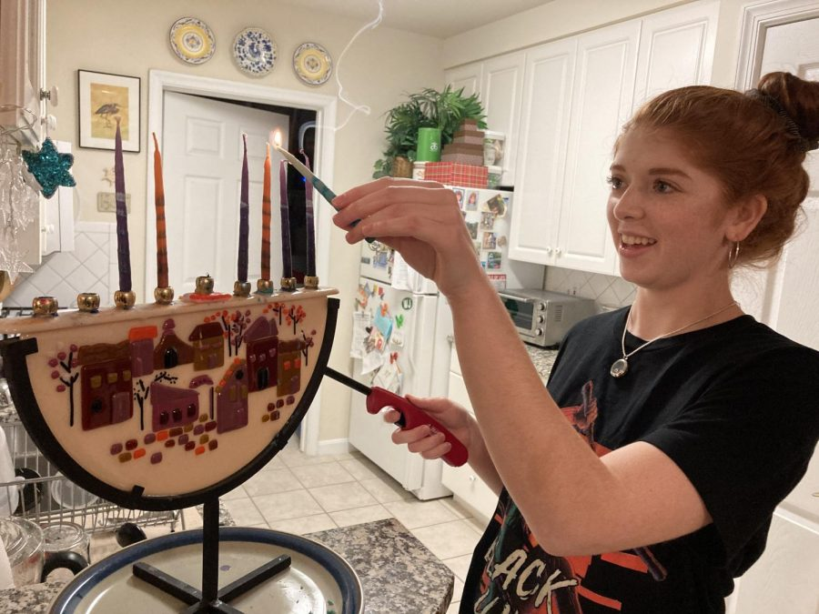 Senior+Olivia+Zaid+lights+the+Menorah+with+her+family+for+the+6th+night+of+Hanukkah.+Even+during+a+pandemic%2C+families+still+celebrated+and+performed+holiday+traditions.