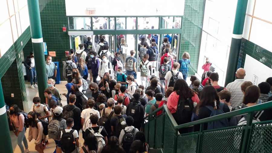 Overcrowding is common at WJ as  thousands of students walk through the halls to get to classes. Some students did not wear masks properly, ignoring the schools masking requirements.