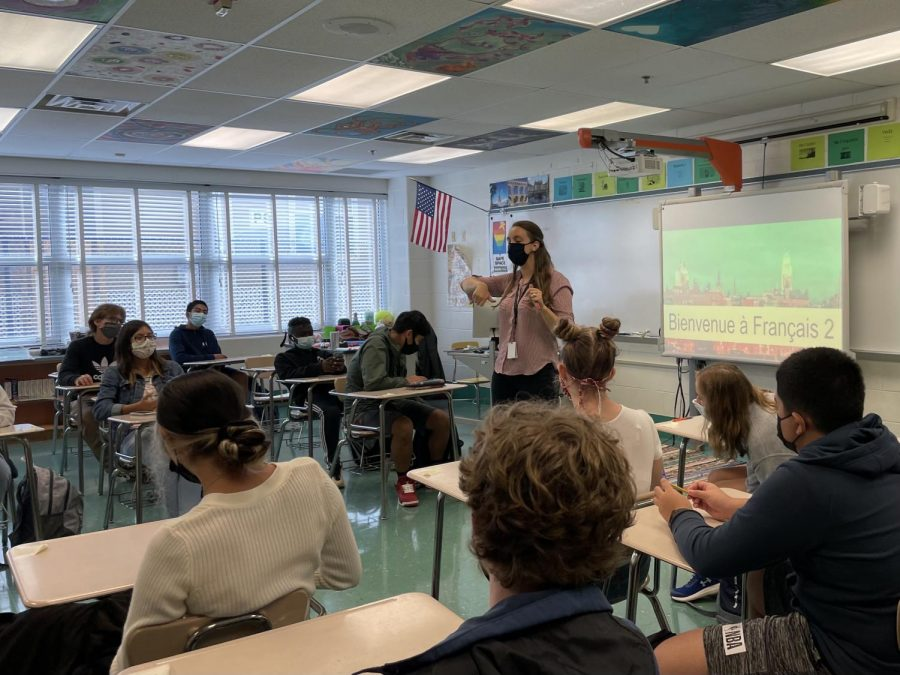 Maggie Schlichter teaches students of various grade levels in 4th period French 2A. Schlichter and other WJ teachers had to make their classroom policies more accommodating of different skill levels following the COVID-19 pandemic.